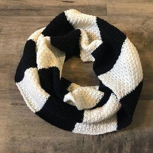 Hollister black & white knit infinitely scarf new